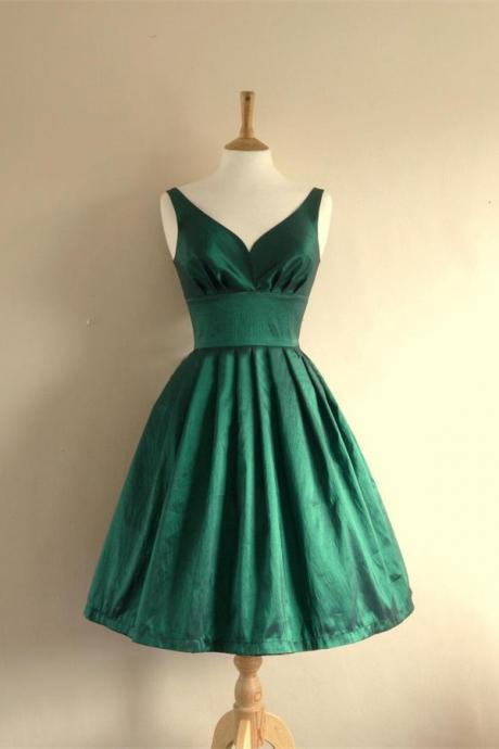 V-neck Green Short Handmade Homecming Dresses,Charming Homecming Dresses,Simple Graduation Dresses