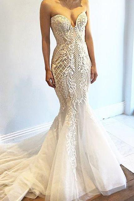 Ivory Sweetheart Mermaid Wedding Dress with Fitted Lace Bodice